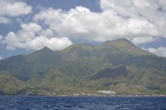 Längs Dominicas kust