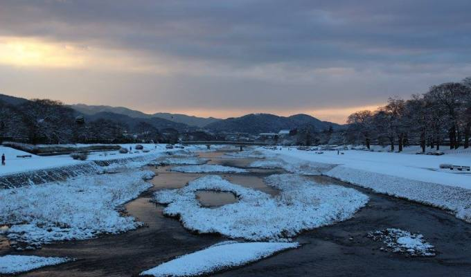 Kamogawa River's snow makeup