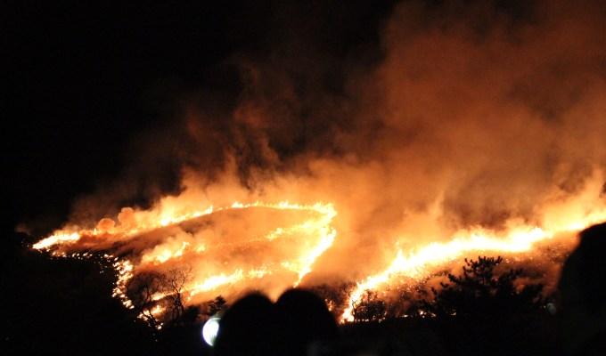 山の丸焼き!花火と「どんど」と国立博物館の夜間公開。盛り沢山すぎる1日