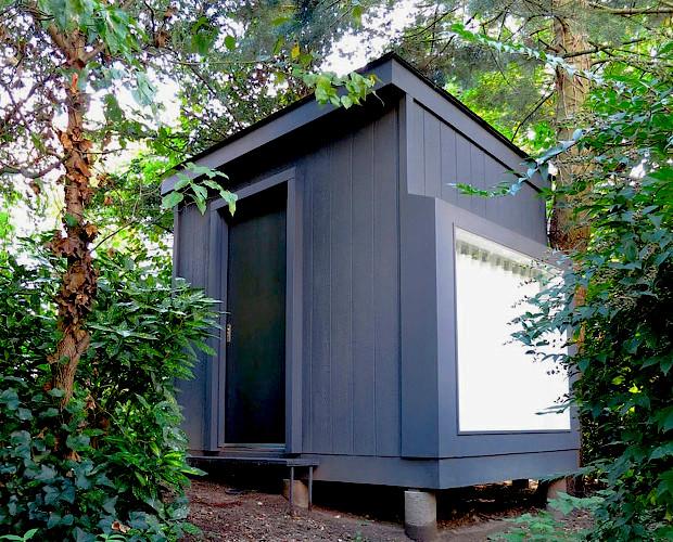 ニューヨークの緑豊かな庭に隠れる、子どものための小さな家「Metapot」