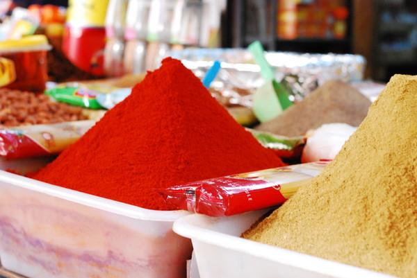 モロッコの食卓におじゃましました!現地のタジン鍋は、プルーン入りもあるんです。  世界中で広がる'市民料理'を通じた出会い by KitchHike