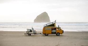 インスタグラムで見つけた。モバイルハウスと旅しながら暮らす人々