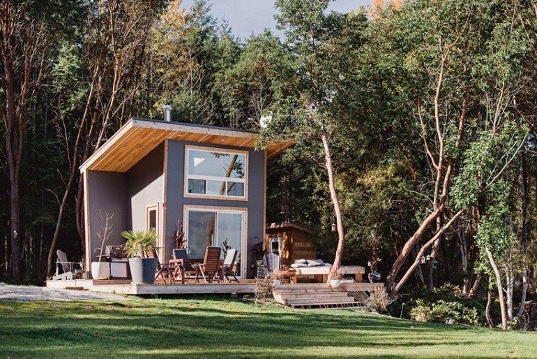露天風呂のあるスモールハウス「galiano 100 tiny house」