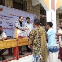 مدير البريقة يدشن توزيع بطانيات وملابس شتوية لذوي الإحتياجات الخاصة بمنطقة عمران