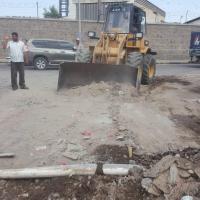 مدير المعلا يشرف على حملة ازالة مخلفات البناء ورفع الأتربة من شوارع المديرية