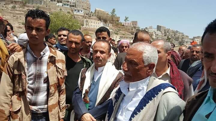 بقيادة سالم ودعم الجنرال علي محسن.. عسكريو الاصلاح يجتمعون في تعز لتفجير الصراع بريف الحجرية