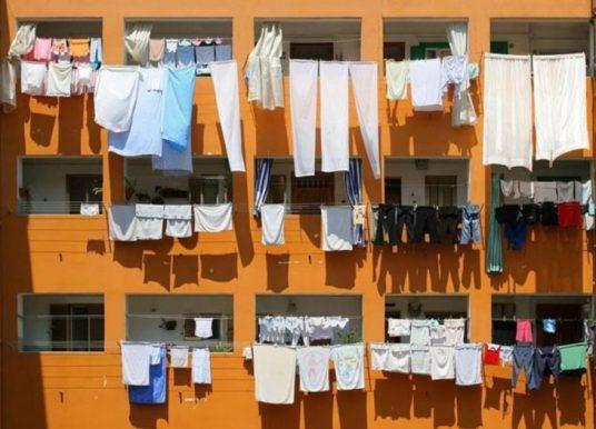 Опасно сушить белье на балконе