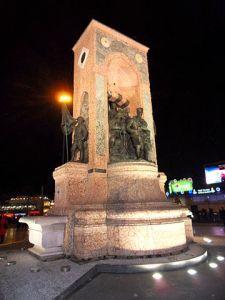 النصب التذكاري في ساحة التقسيم