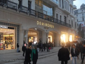 مركز التسوق في شارع الاستقلال