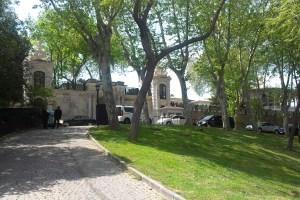 مدخل قصر توب كابيه في الحديقة