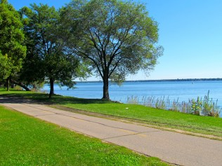 Green space lines the bike path along Lake Monona. Photos by Carly Ziter.