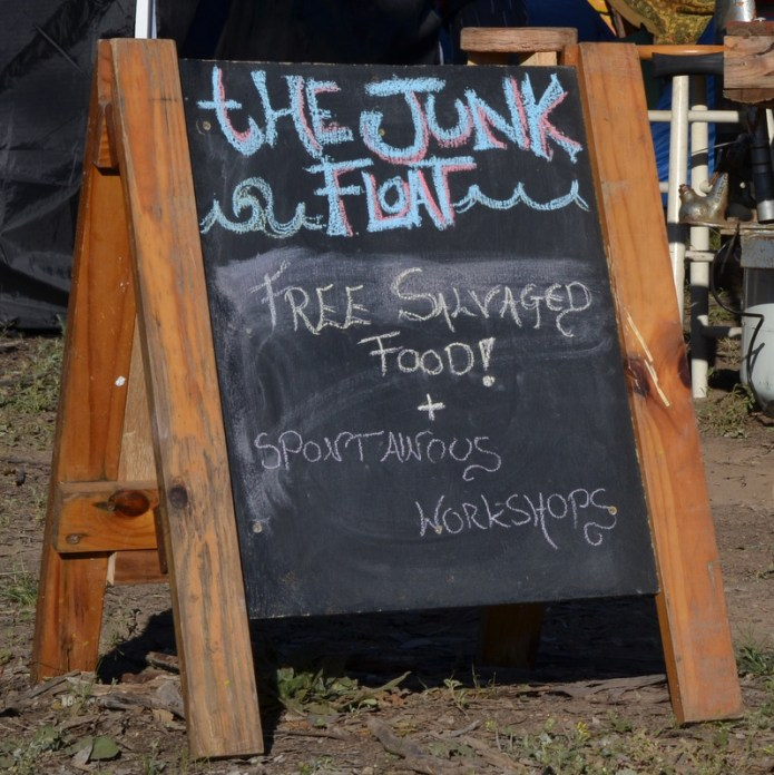 tHE JUNK FLOAT - FREE SALVAGED FOOD! + SPONTANEOUS WORKSHOPS