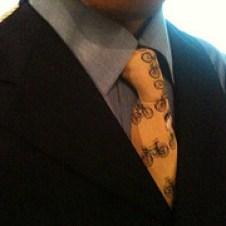 成人式でスーツの着こなしには流行があります。男女ともしっかりキメて下さい。