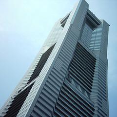 関東の初日の出ならランドマークタワーが人気ありますよ。