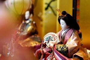 雛人形の飾り方は七段、五段、三段飾りで違いますから気を付けて下さい。