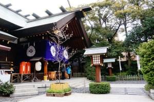 東京の縁結び神社といえば、やはり東京大神宮が近くて人気ありますので立ち寄ってみて下さい。