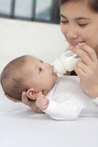 赤ちゃんの水分補給は母乳だけで大丈夫なのでしょうか?