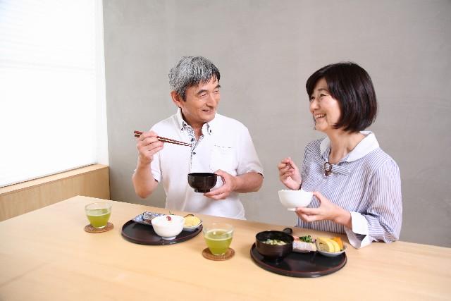 高齢者が食事で摂取すべき必要なカロリー~健康を維持するコツ
