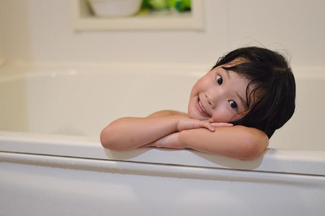 子供はお風呂に毎日入れるべき?メリットとデメリットとは…