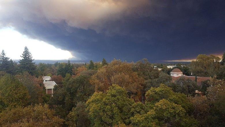 Plume smoke above Paradise, California in 2018