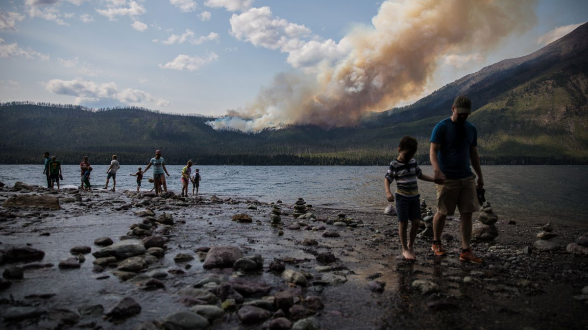 Family escaping wildfire smoke