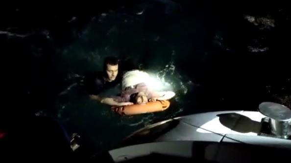 (ÖZEL) Mehmetçik denize atlayıp böyle kurtardı