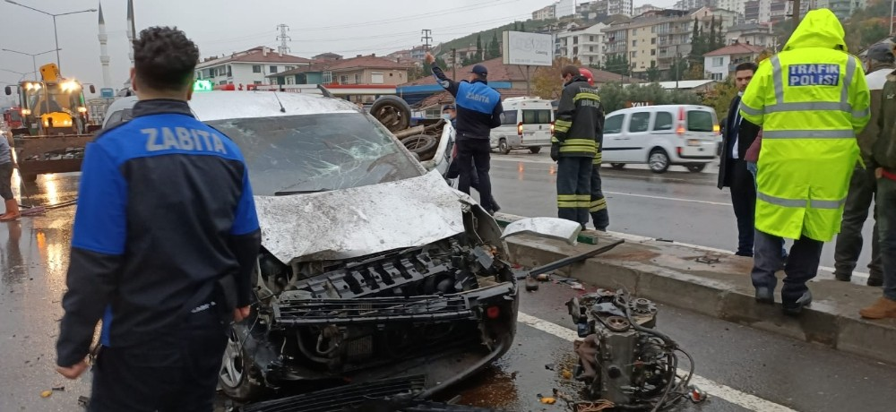 Altı araç birbirine girdi: 1 ölü, 10 yaralı
