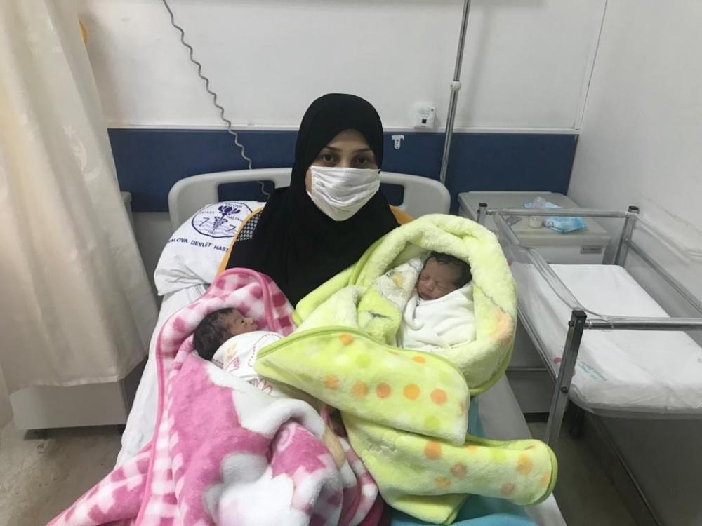 Yalova'da yılın ilk ikiz bebekleri dünyaya geldi