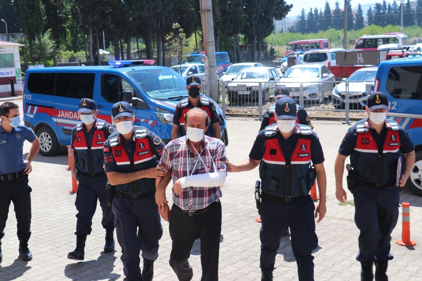 Yalova'da minibüs sırası cinayetinin zanlısı adliyeye sevk edildi