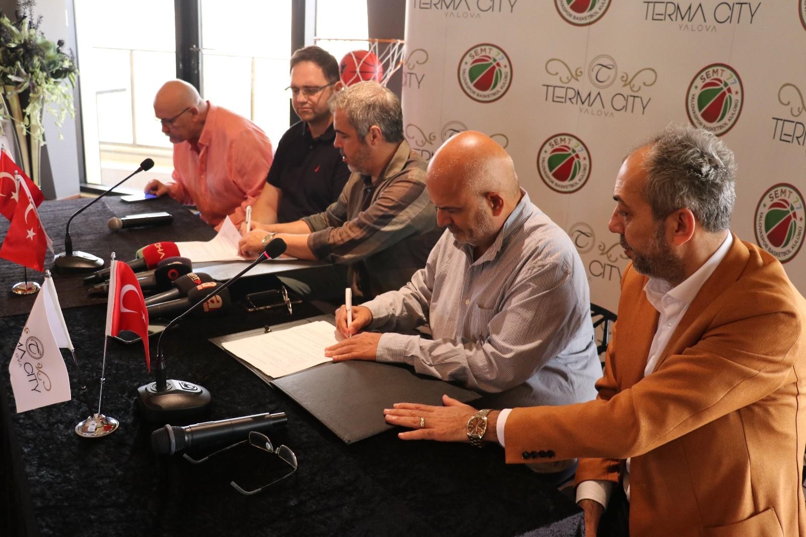 Karaderili Şirketler Grubu, ING Süper Lig temsilcisi Semt 77 Yalovaspor'a sponsor oldu