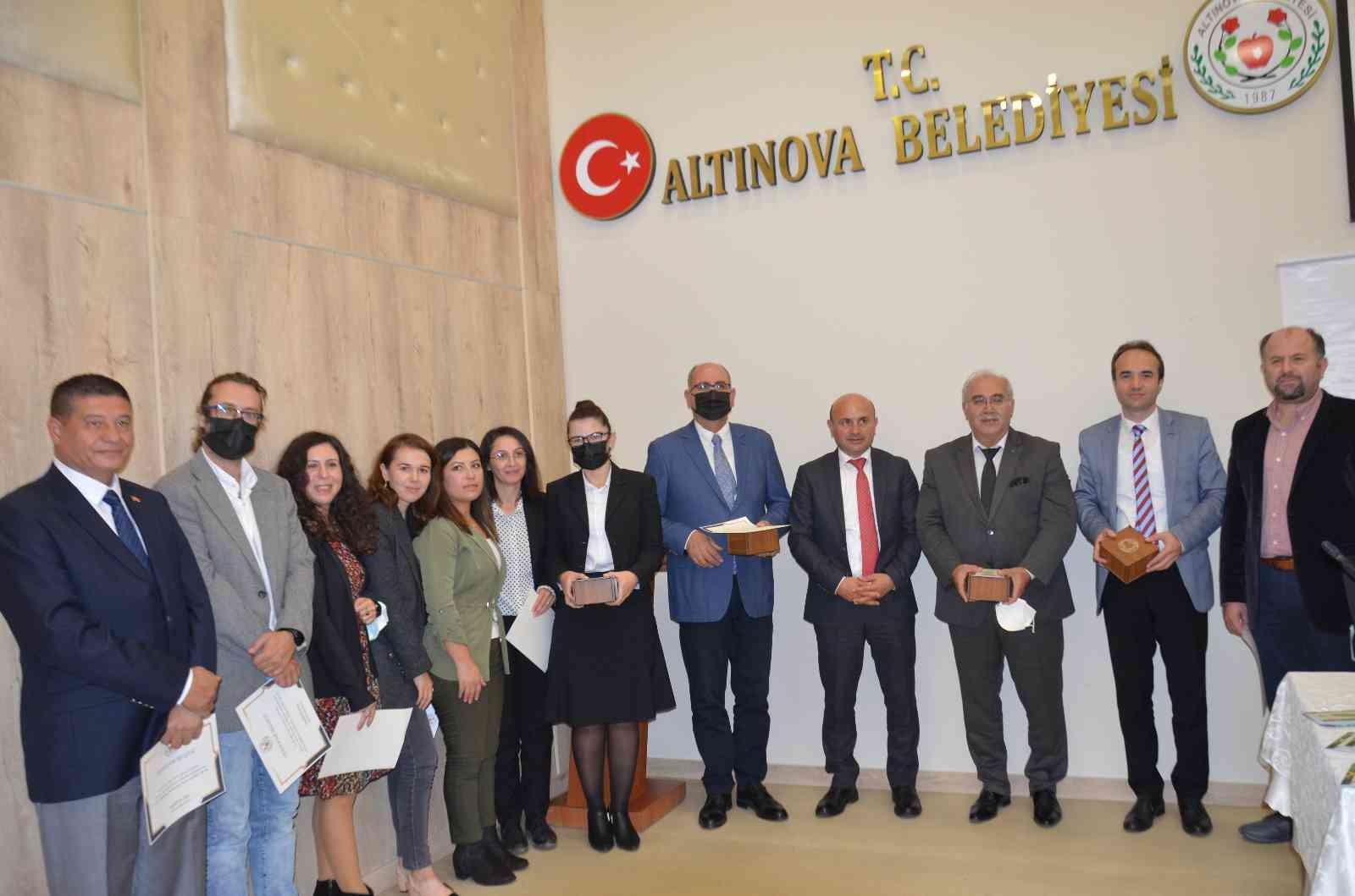 """Altınova'da """"Arkeoloji Çalışmaları Sempozyumu"""" yapıldı"""