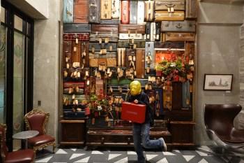 1969藍天飯店︳台中住宿推薦!台中火車站設計旅店,復古行李箱牆大亮點