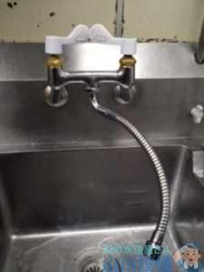 大阪府豊中市庄内栄町  厨房混合水栓水漏れ修理