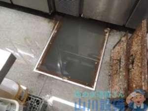 大阪市北区小松原町のグリストラップ排水詰まりは通路までボトボトの水浸し(苦笑)