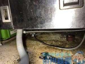 東大阪市指定給水装置工事事業者が洗浄機下の水漏れを如何に修理したのか?