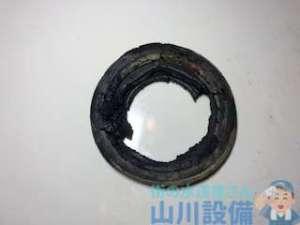 トイレタンクと便器の間から水漏れ 原因と修理方法 TOTO S545BJ?