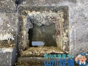 東大阪市藤戸新田で排水桝が油脂の塊でゴッソリになってたら山川設備にお任せ下さい。