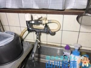 大阪府大阪市東住吉区駒川のキッチンのツーハンドルの混合水栓の水漏れは山川設備にお任せ下さい。