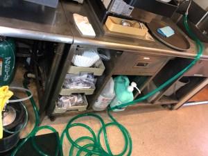 交野市私部西で厨房内の排水管が詰まったら山川設備にお任せ下さい。