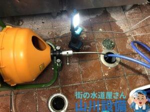 橿原市内膳町で通水テストをしながら通管作業は山川設備にお任せ下さい。
