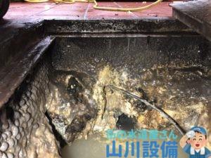 大阪市北区茶屋町で8mmワイヤーで排水管の清掃をするなら山川設備にお任せ下さい。