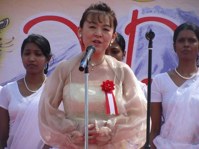 149416 Srilanka 新年祭-2-2 10150540_773779579298703_6816017055348369966_n