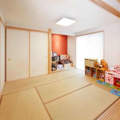 床の間の壁紙がアクセントの和室|実例201705