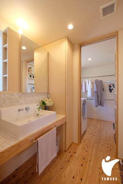 洗面脱衣室は明るく清潔感のある空間