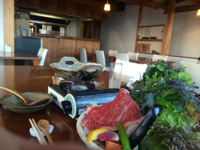 unaji-inside-dining