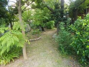お寺の境内参道