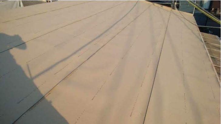 柏市の屋根葺き替え工事の施工中の
