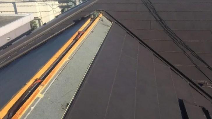 棟板金と屋根材の撤去