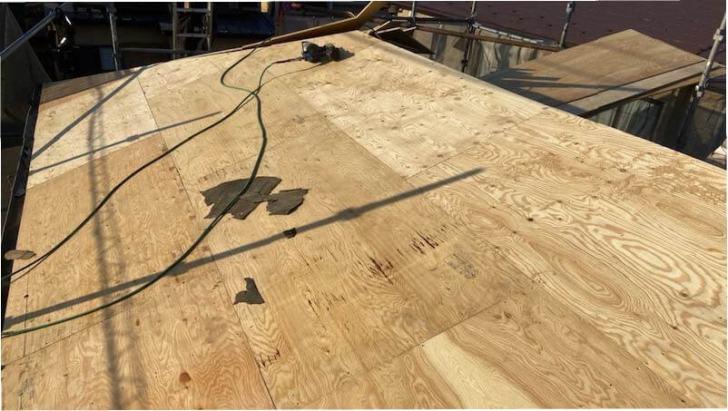 船橋市の屋根葺き替え工事の野地板の施工
