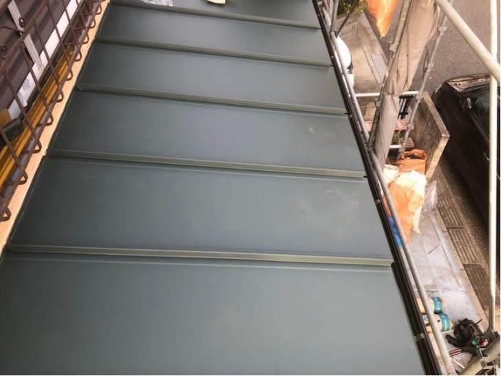 船橋市の屋根葺き替え工事の屋根材の施工